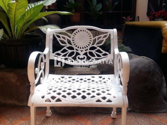 kursi taman motif